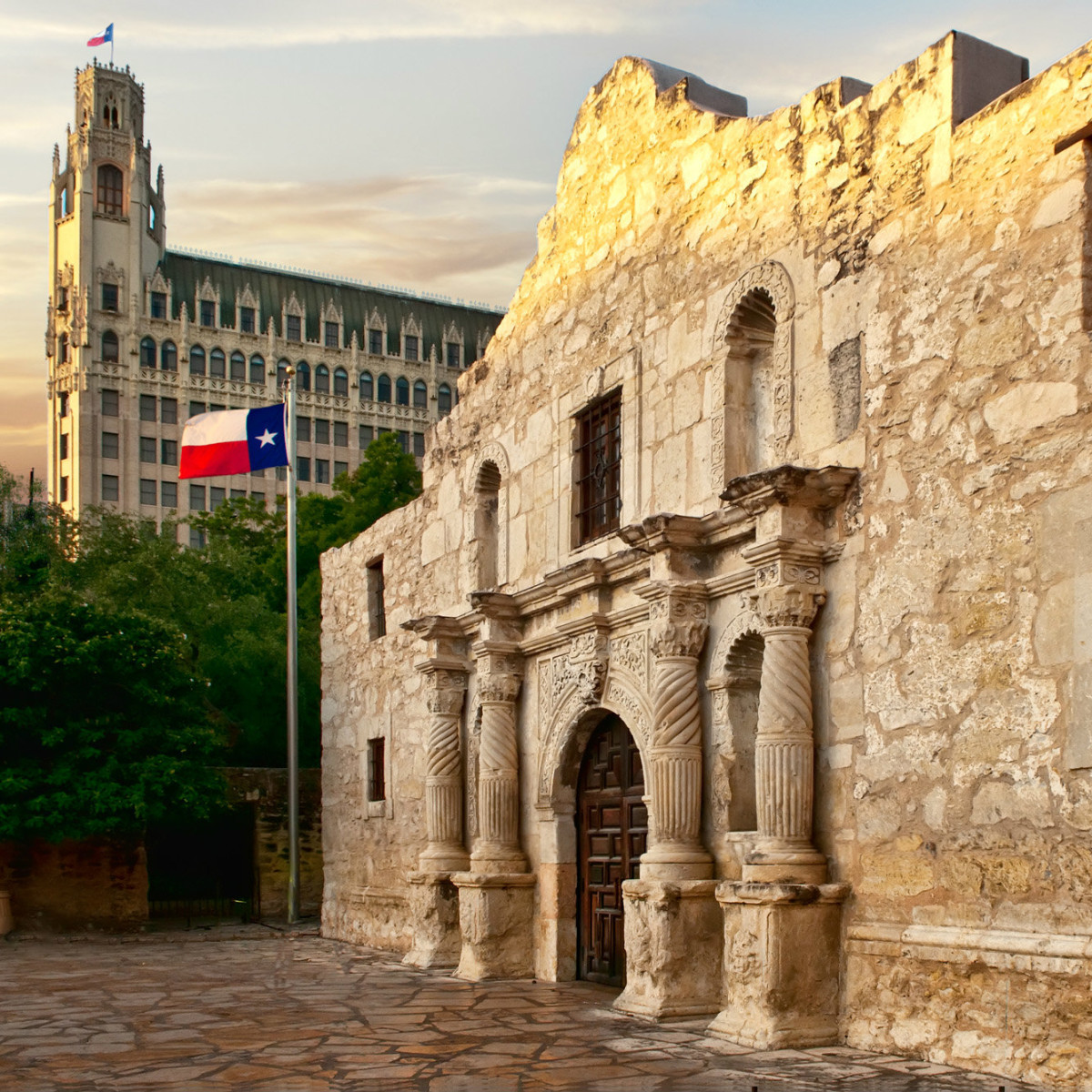 The Emily Morgan Hotel and the Alamo san antonio
