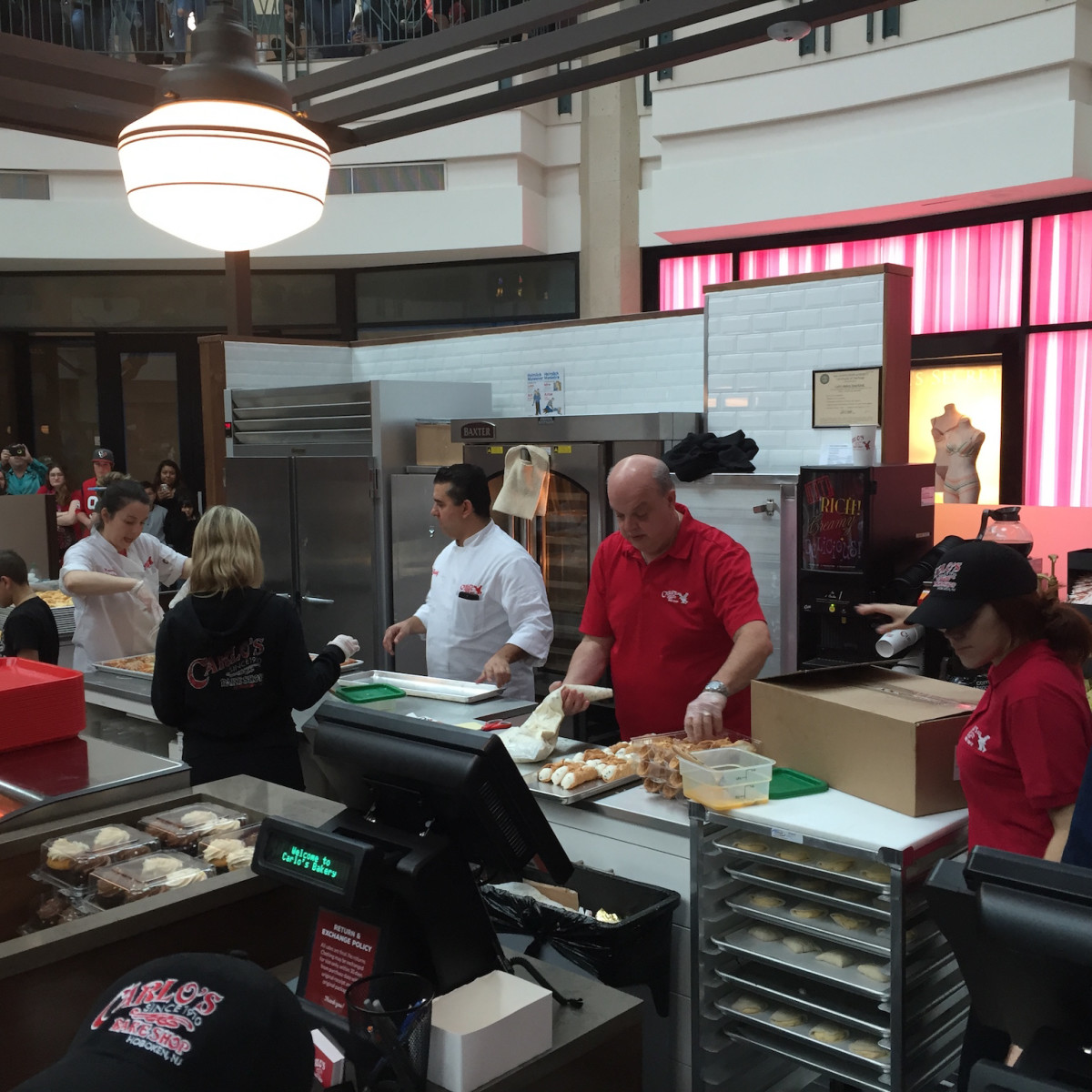 Carlo's Bakery The Woodlands Cake Boss Buddy Valastro