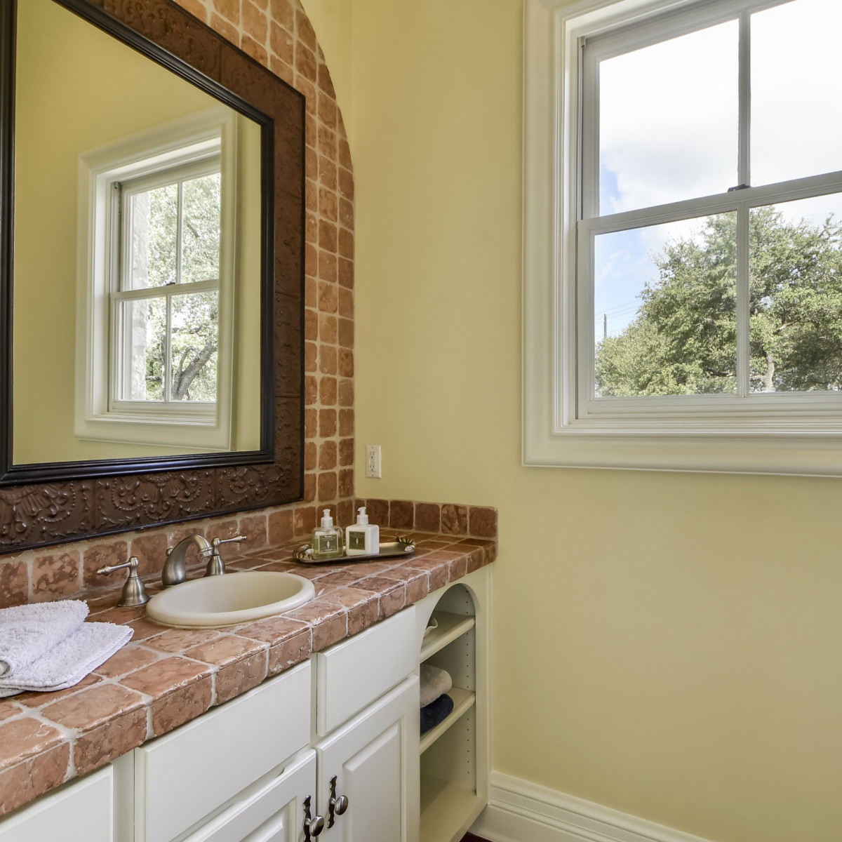 3904 Toro Canyon Rd Austin house for sale bathroom