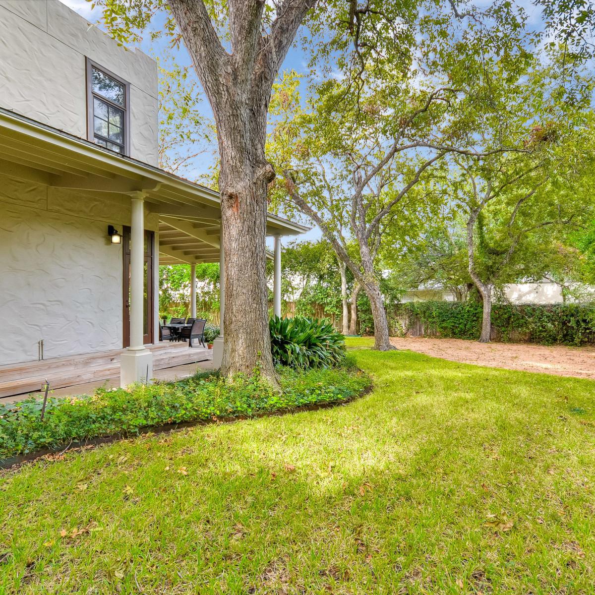 141 Cloverleaf San Antonio house for sale backyard