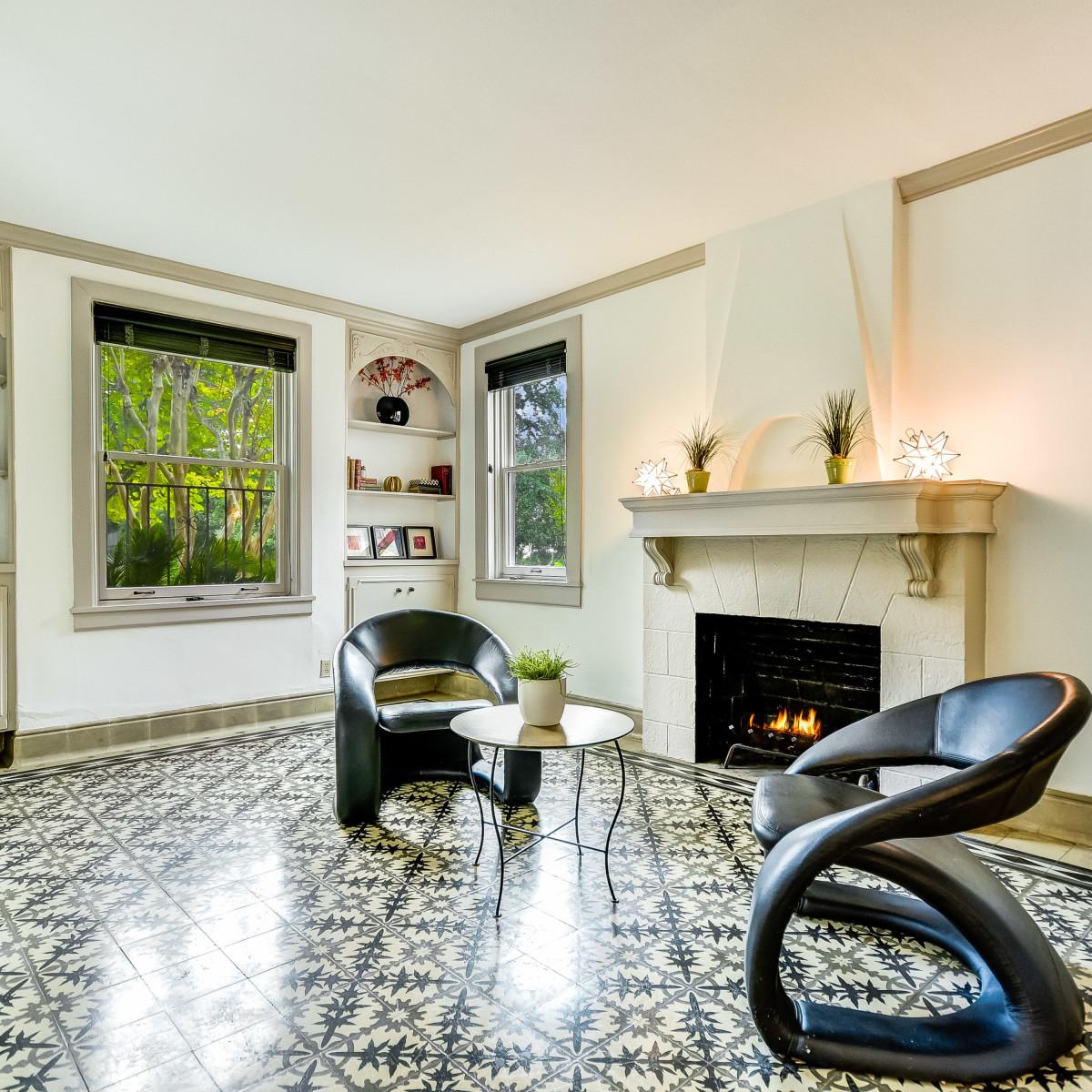 141 Cloverleaf San Antonio house for sale living room