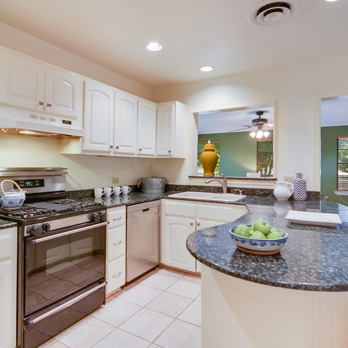 264 Larchmont San Antonio house for sale kitchen
