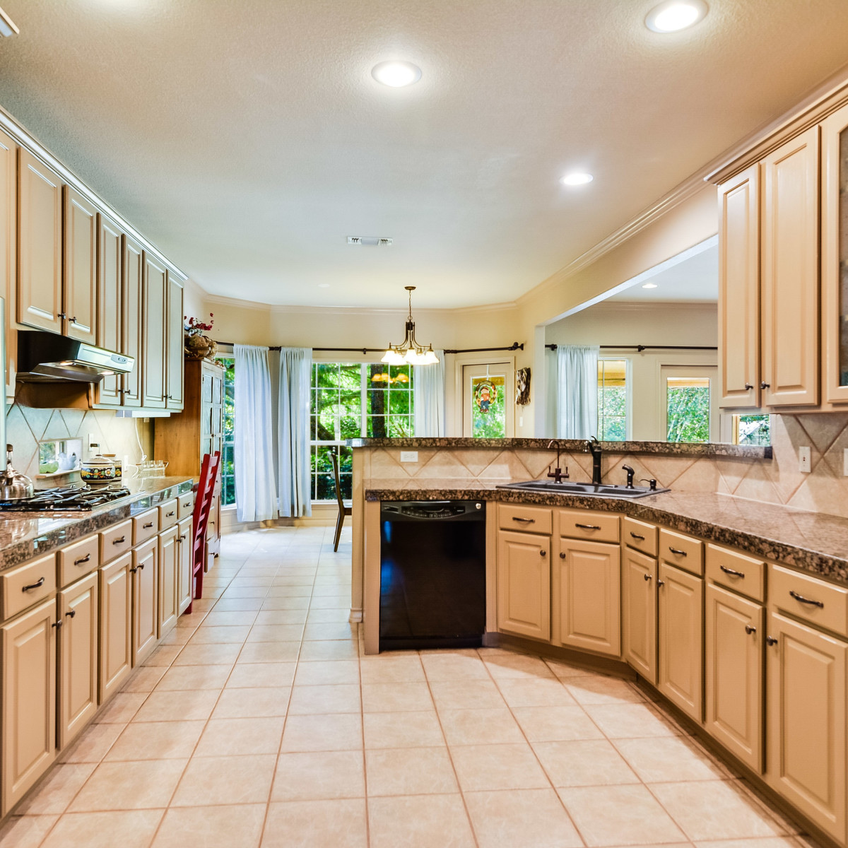 14 Greens Whisper San Antonio house for sale kitchen