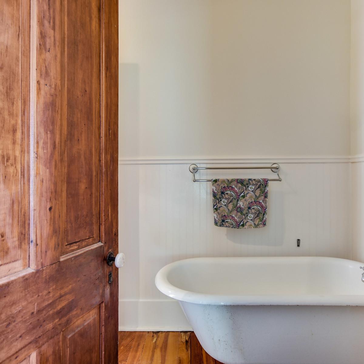 422 Mission San Antonio house for sale bathroom