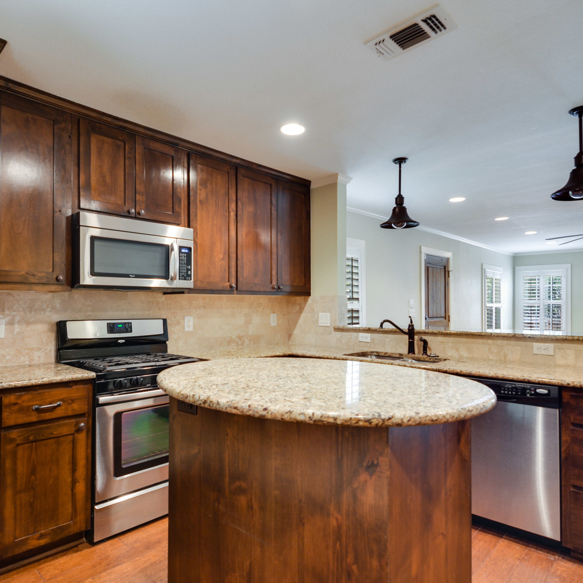 280 E Fair Oaks San Antonio house for sale kitchen
