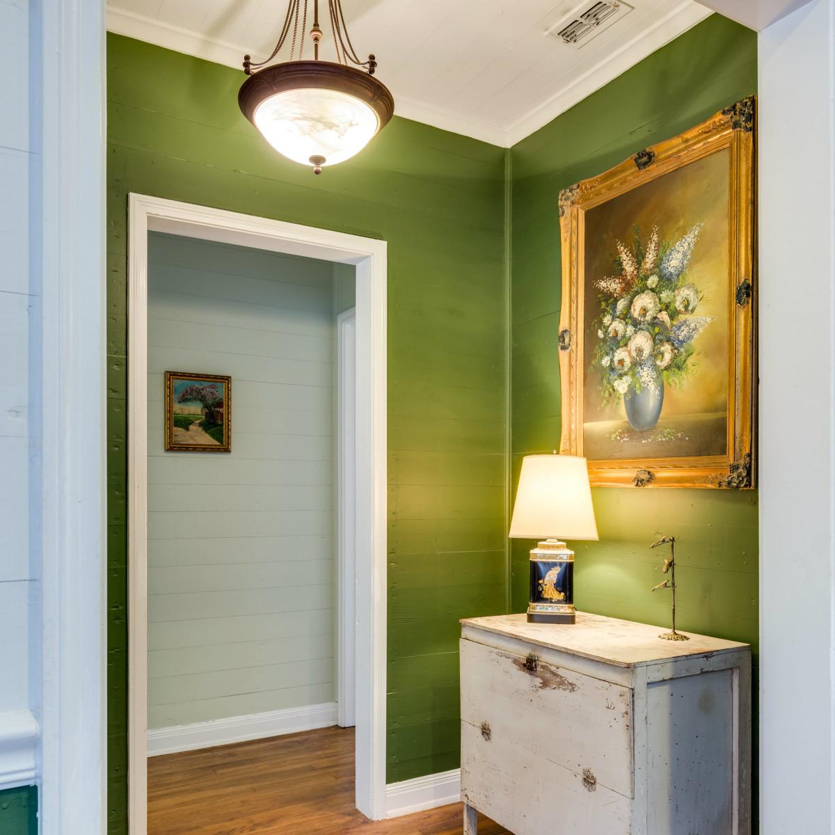 16 Ledge Ln San Antonio house for sale hallway