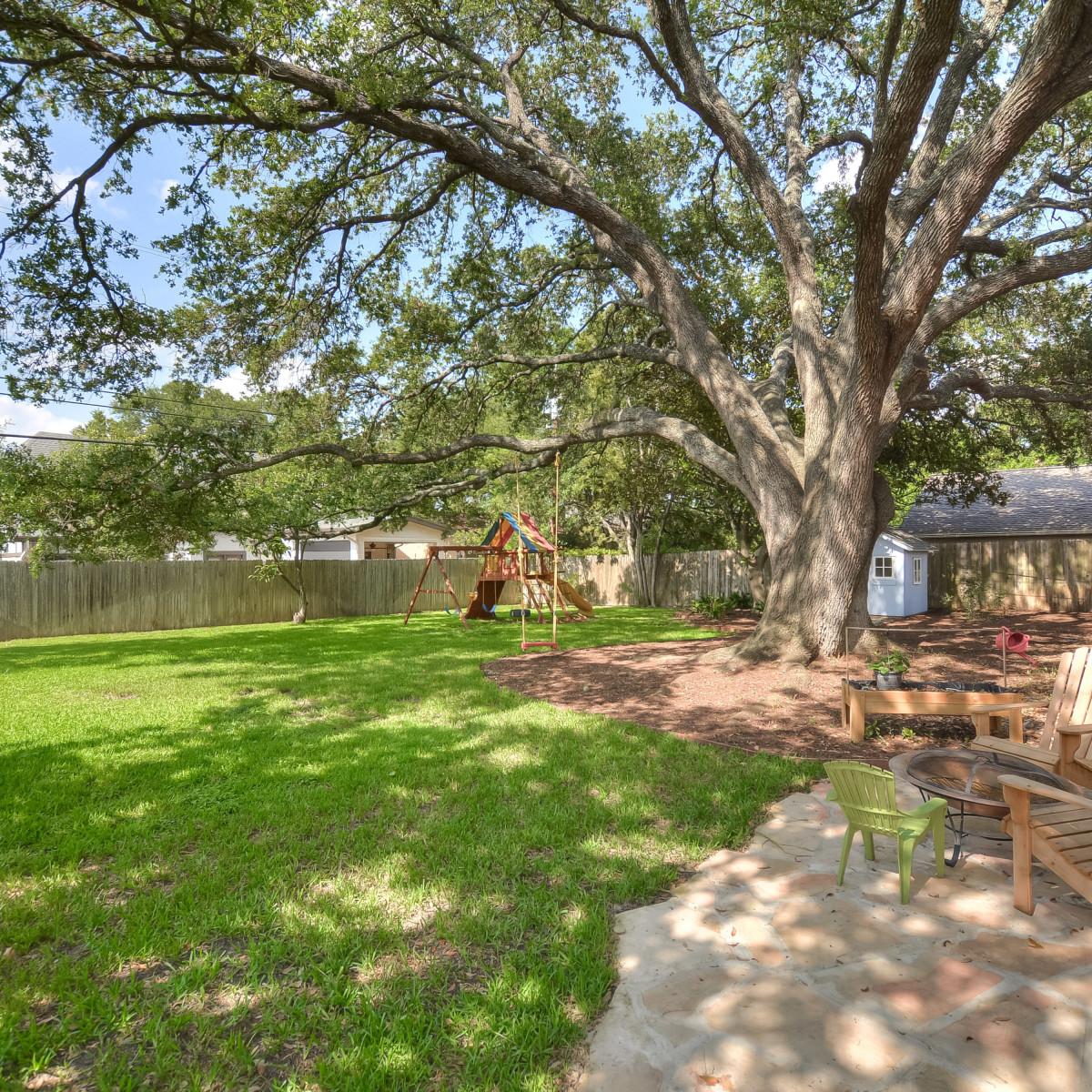 231 Hillview San Antonio house for sale backyard