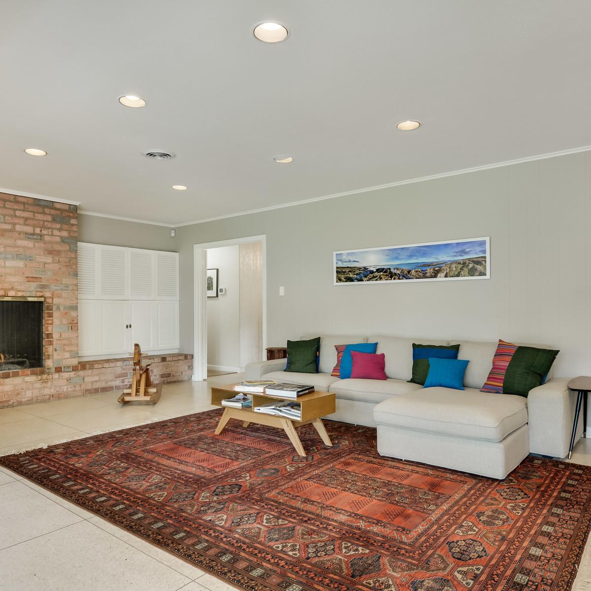 231 Hillview San Antonio house for sale living room
