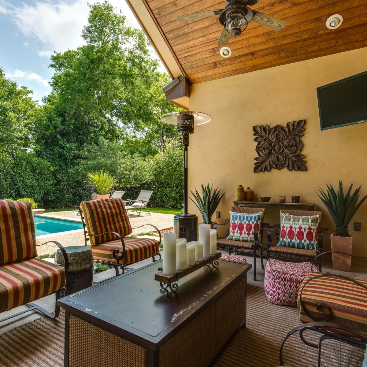 821 Canterbury Hill San Antonio house for sale backyard