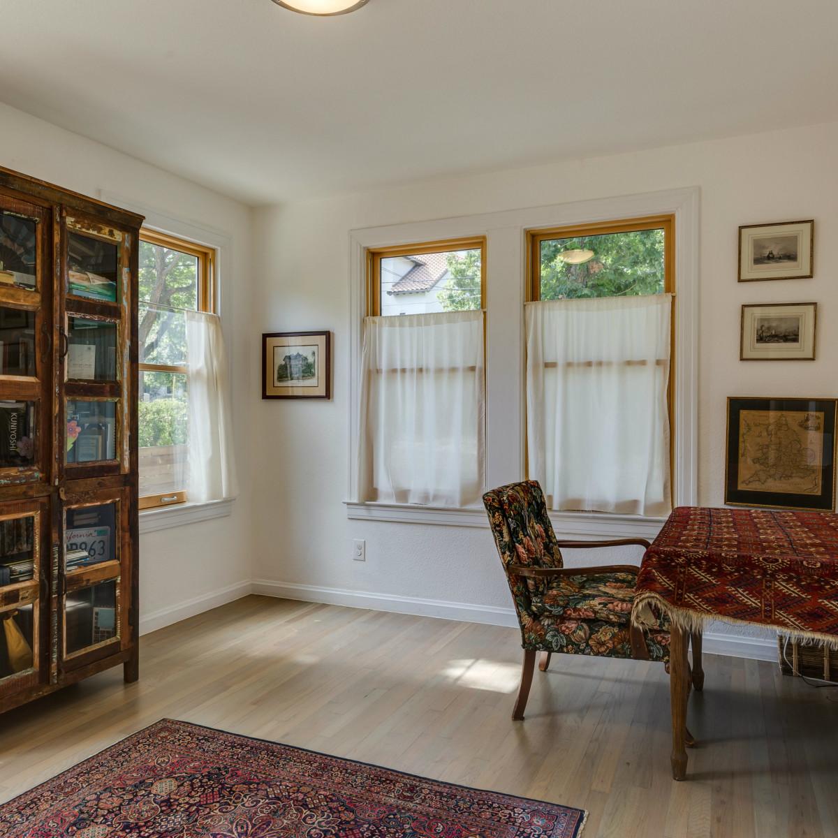 115 W Castano San Antonio house for sale study