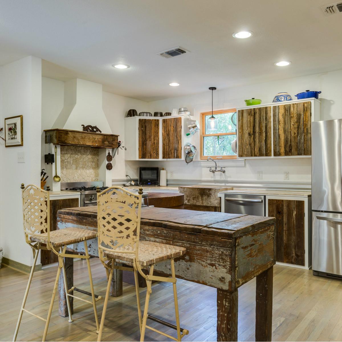 115 W Castano San Antonio house for sale kitchen