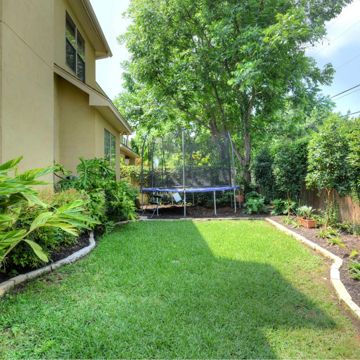 7111 Bethencourt San Antonio house for sale backyard