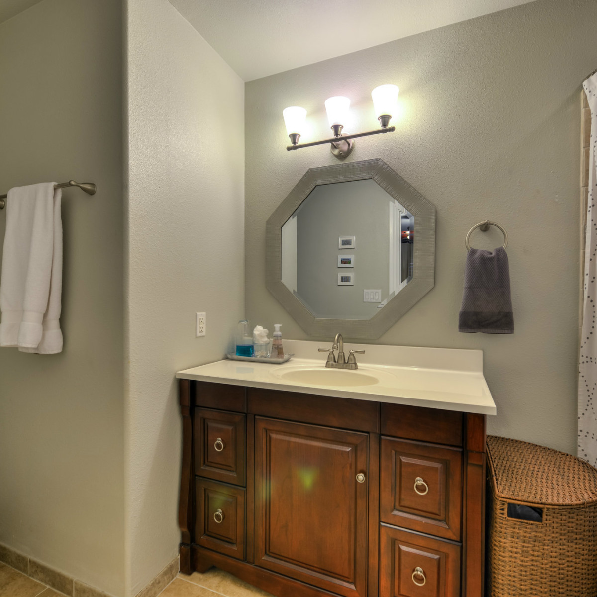 266 Claywell San Antonio house for sale bathroom