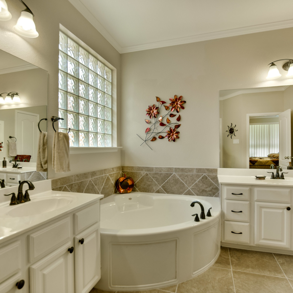 9013 Sautelle Austin house for sale bathroom