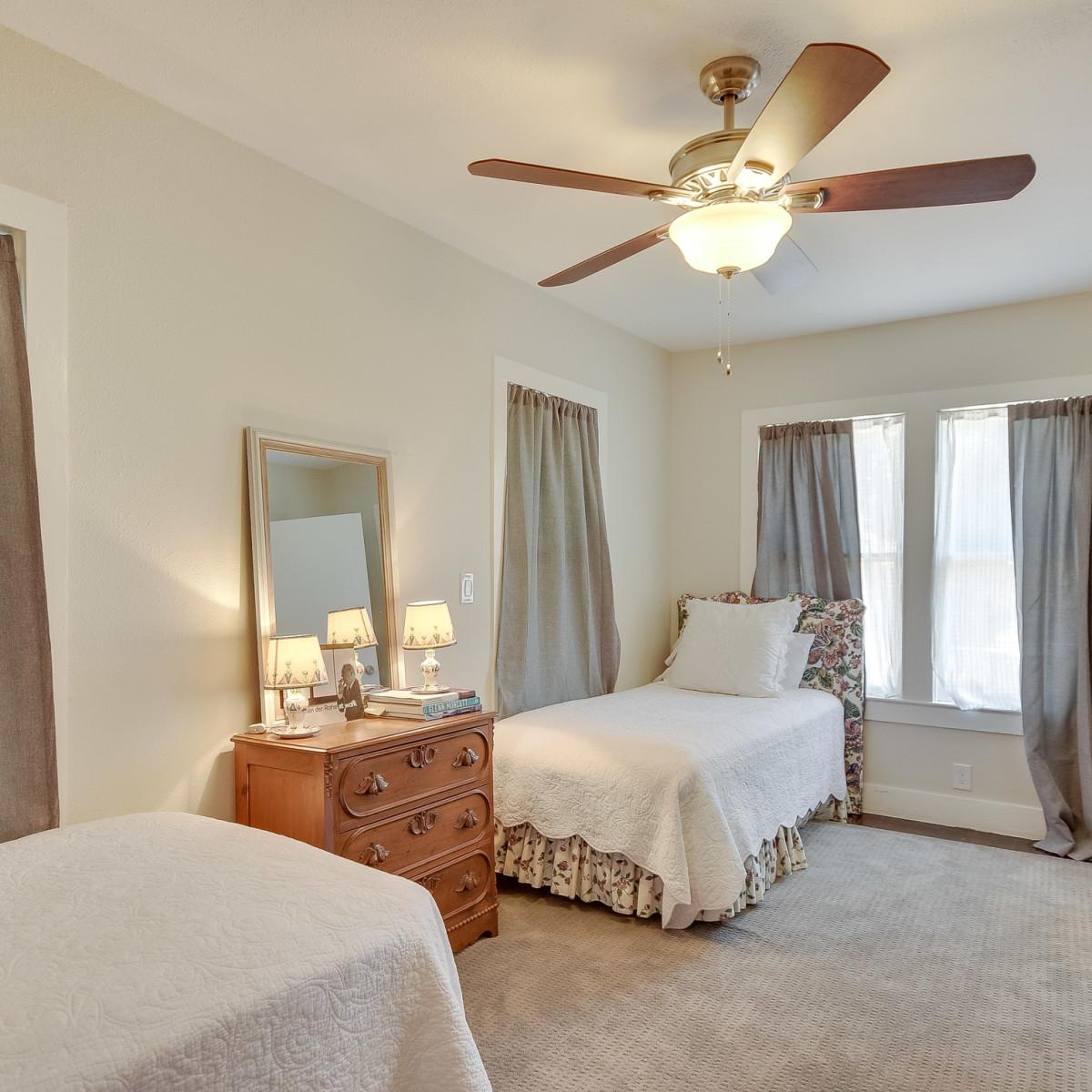 423 Queen Anne San Antonio house for sale bedroom