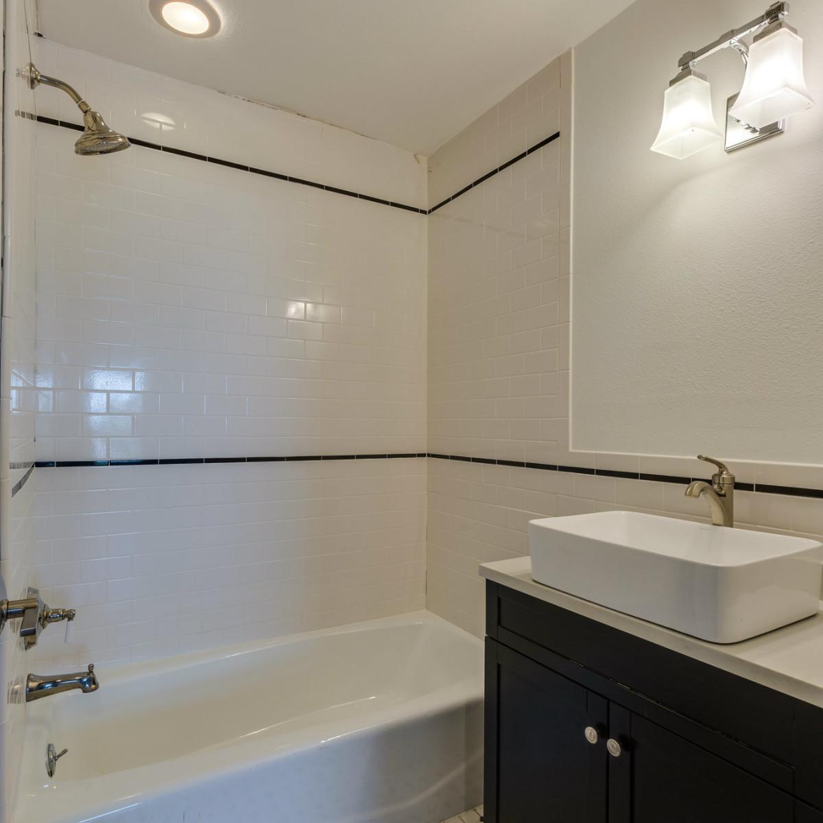 1922 Flamingo San Antonio house for sale bathroom