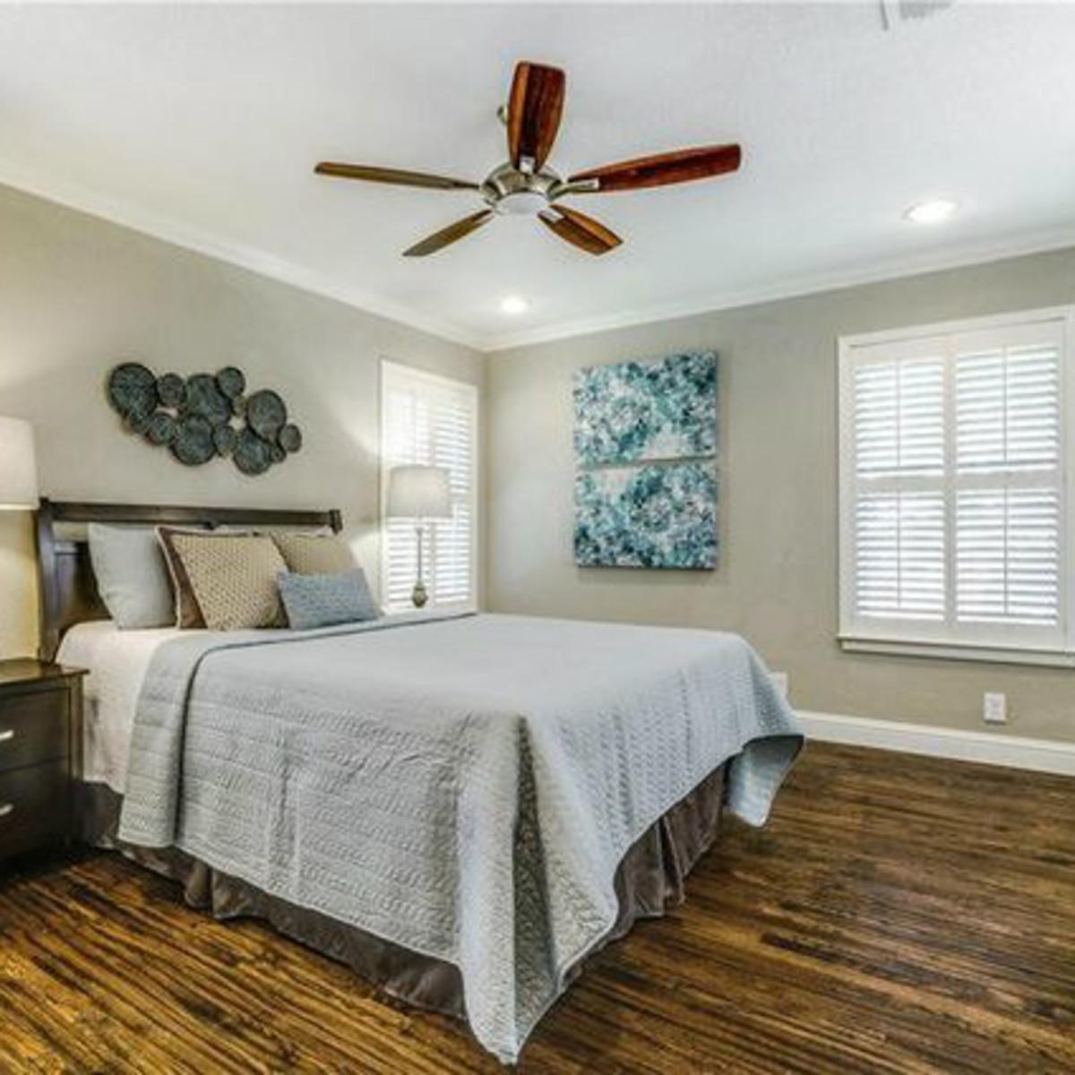 11229 Lanewood Cir master bedroom