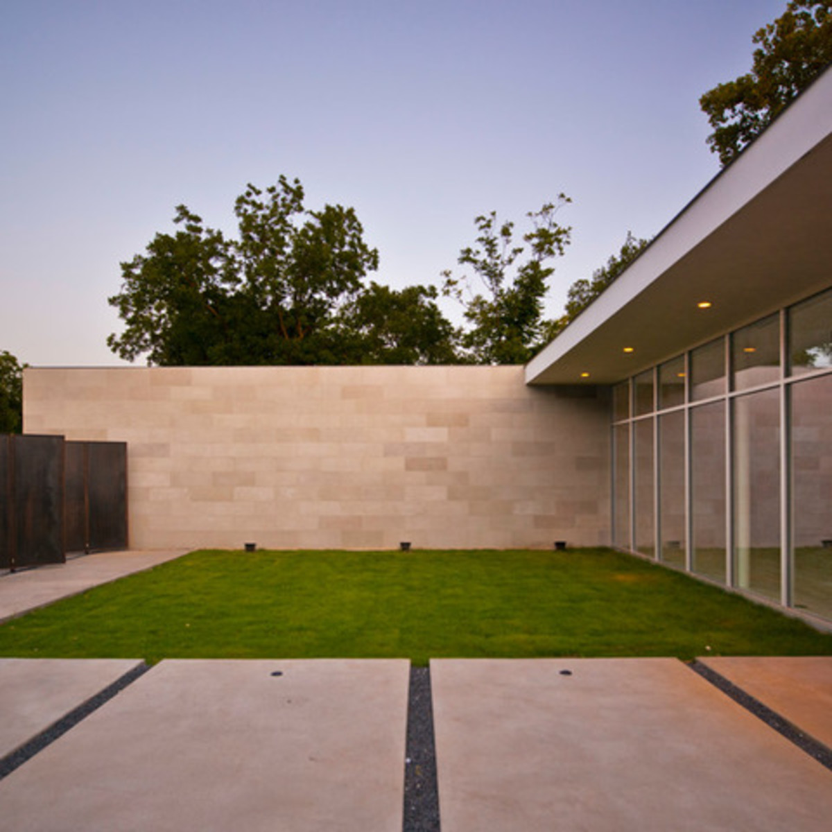 Houzz Dallas house home modern minimalism June 2016 courtyard