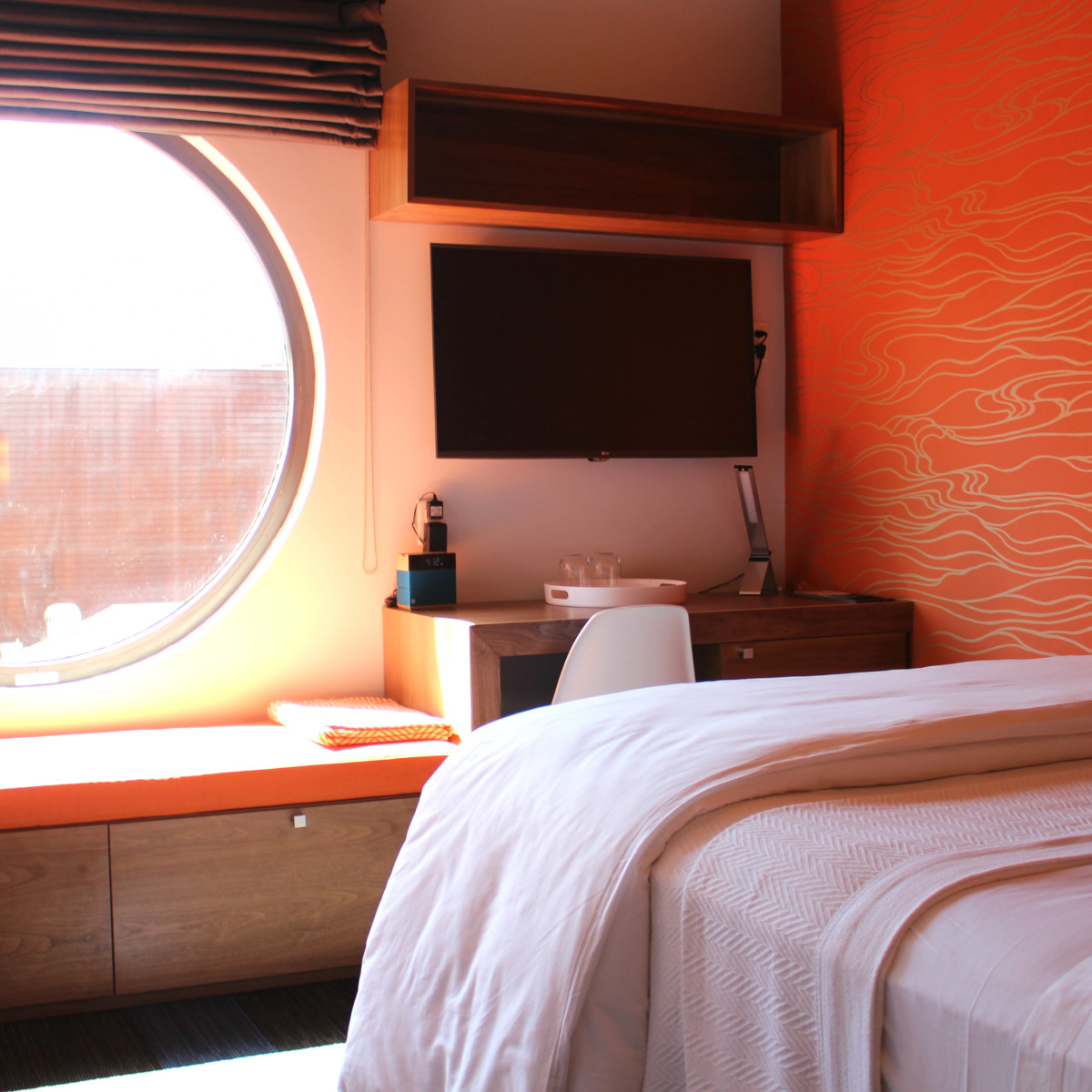 Hotel Eleven 11th Street Austin 2016 guest bedroom small orange