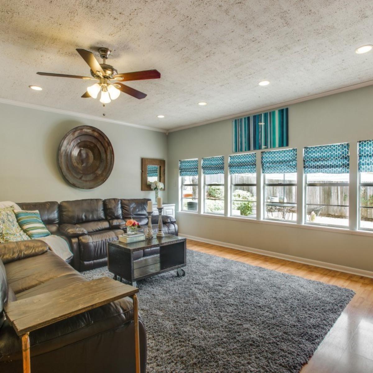 2421 Springhill Dr. living room