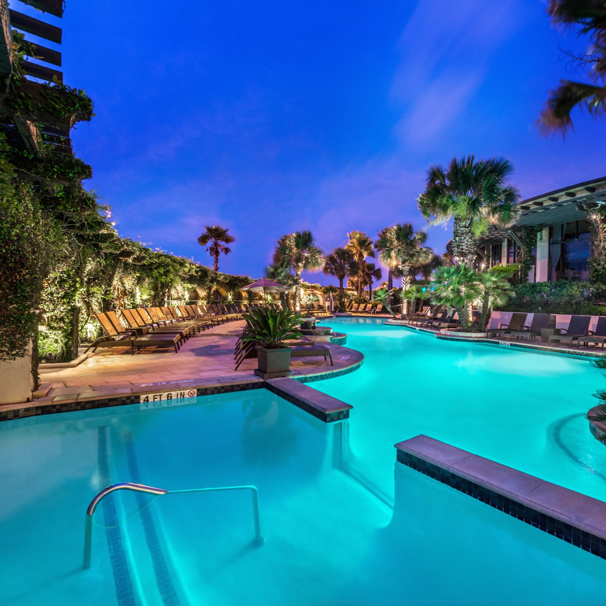 Hotel Galvez pool and swim-up bar