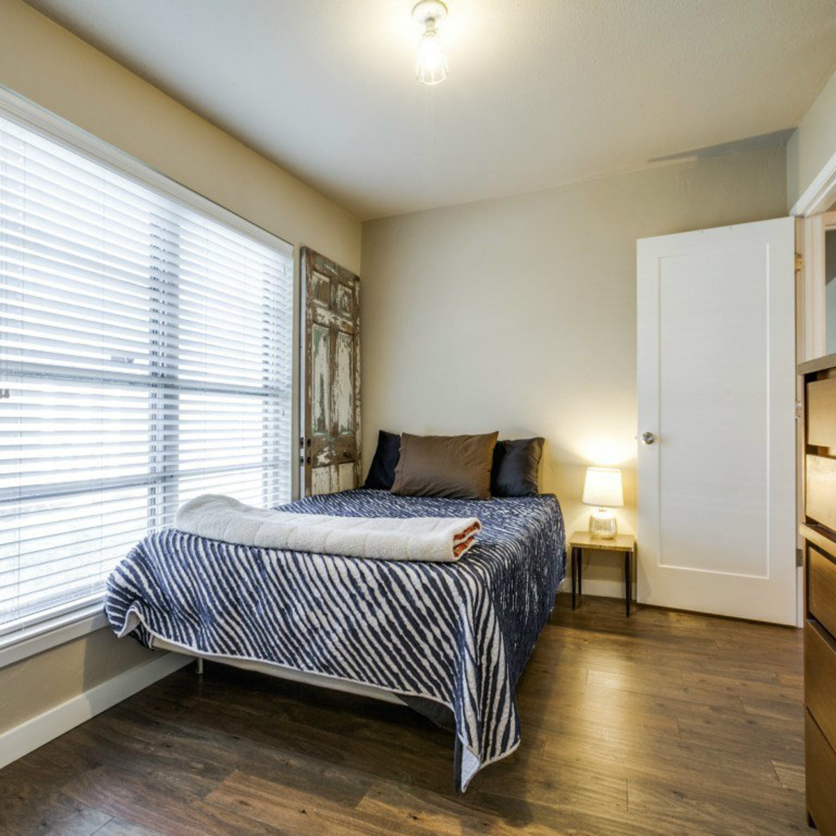 Dallas, home for sale, 936 peavy road, bedroom