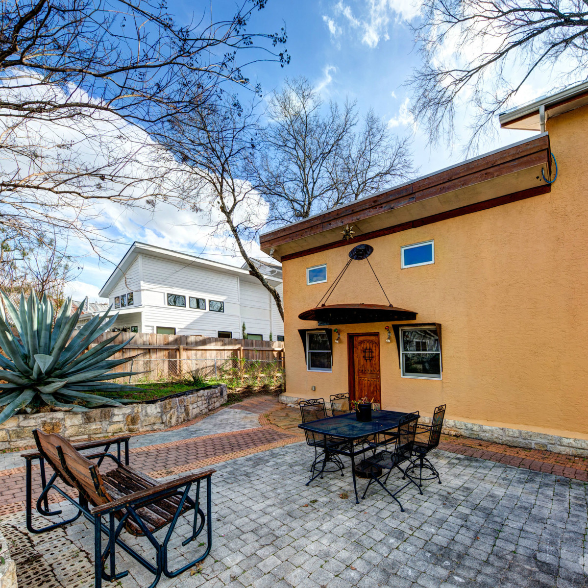 Austin home house 2105 E 9th St 78702 January 2016 exterior side