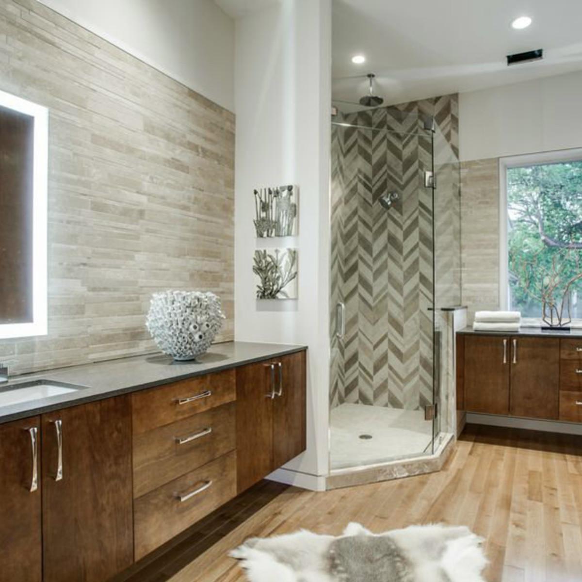 4428 Greenbrier master bathroom