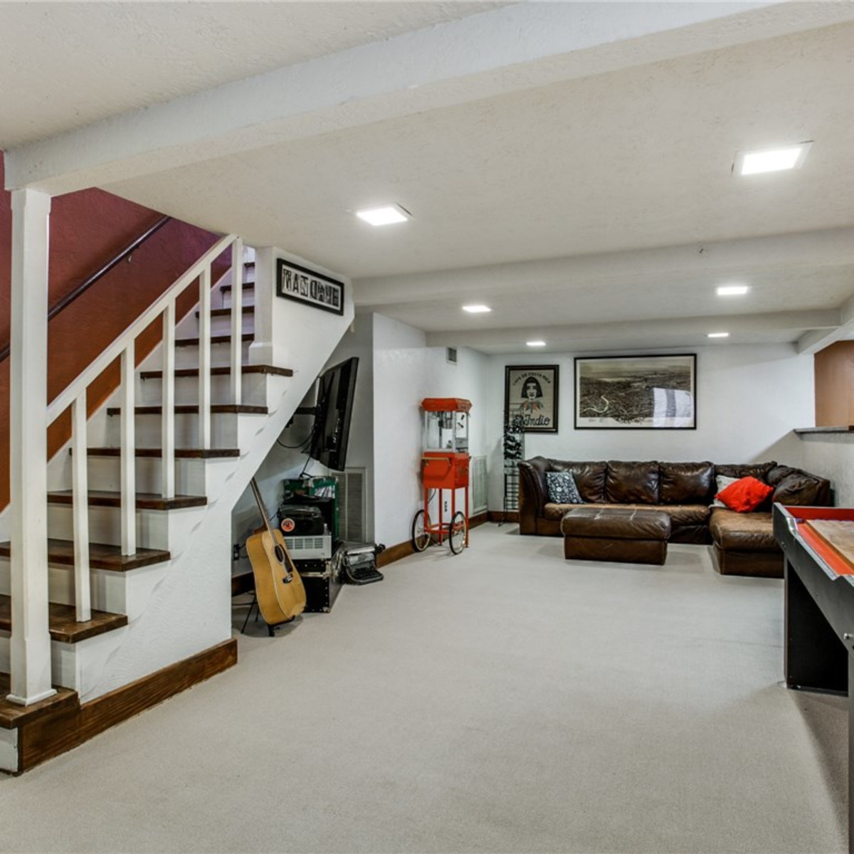 924 Lausanne Avenue Dallas home for sale finished basement