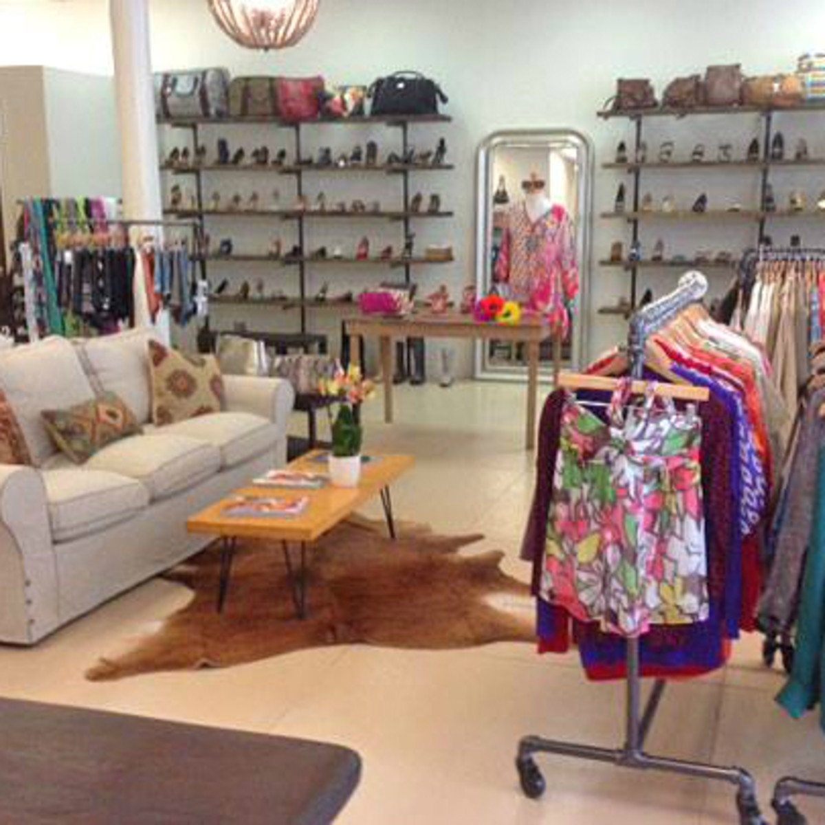 Otra Vez Couture Consignment