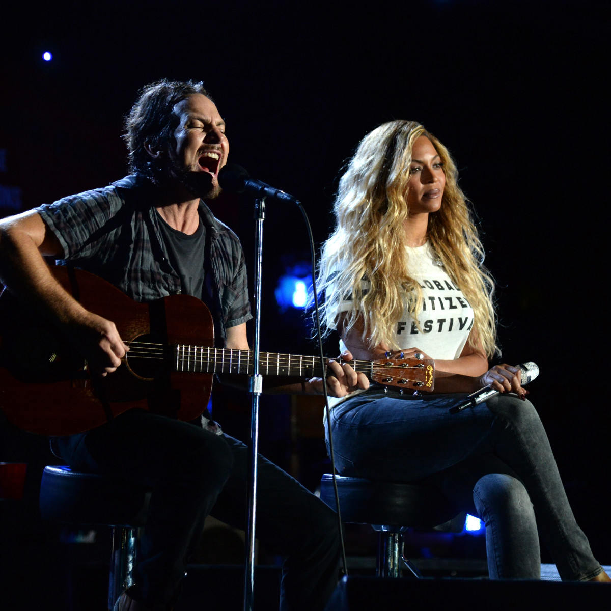 Beyonce and Eddie Vedder at 2015 Global Citizen Festival