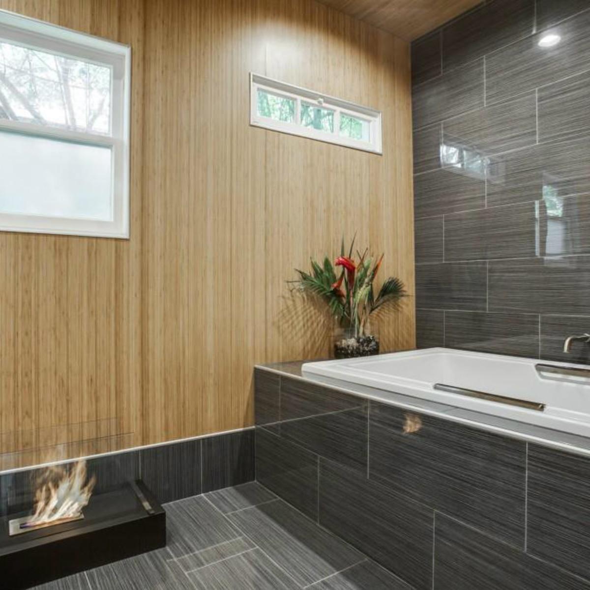 Master bath at 114 N. Edgefield in Dallas