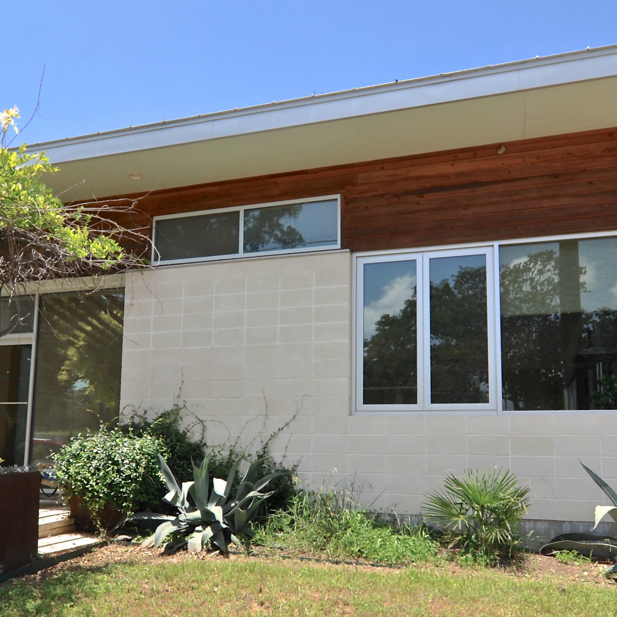Austin home house 1011 E. 15th St. 78702 2015 exterior 2