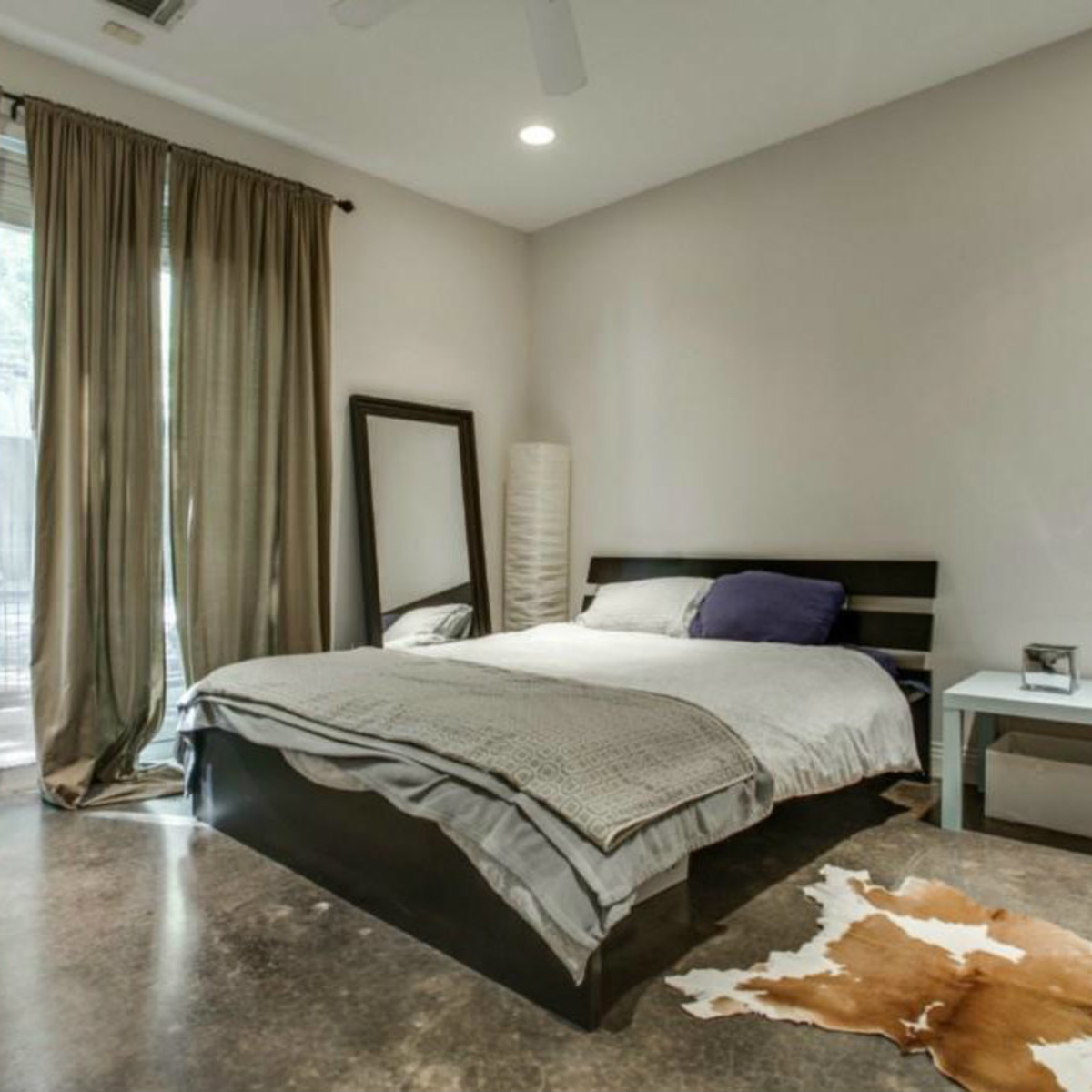Bedroom at 3009 State St. in Dallas