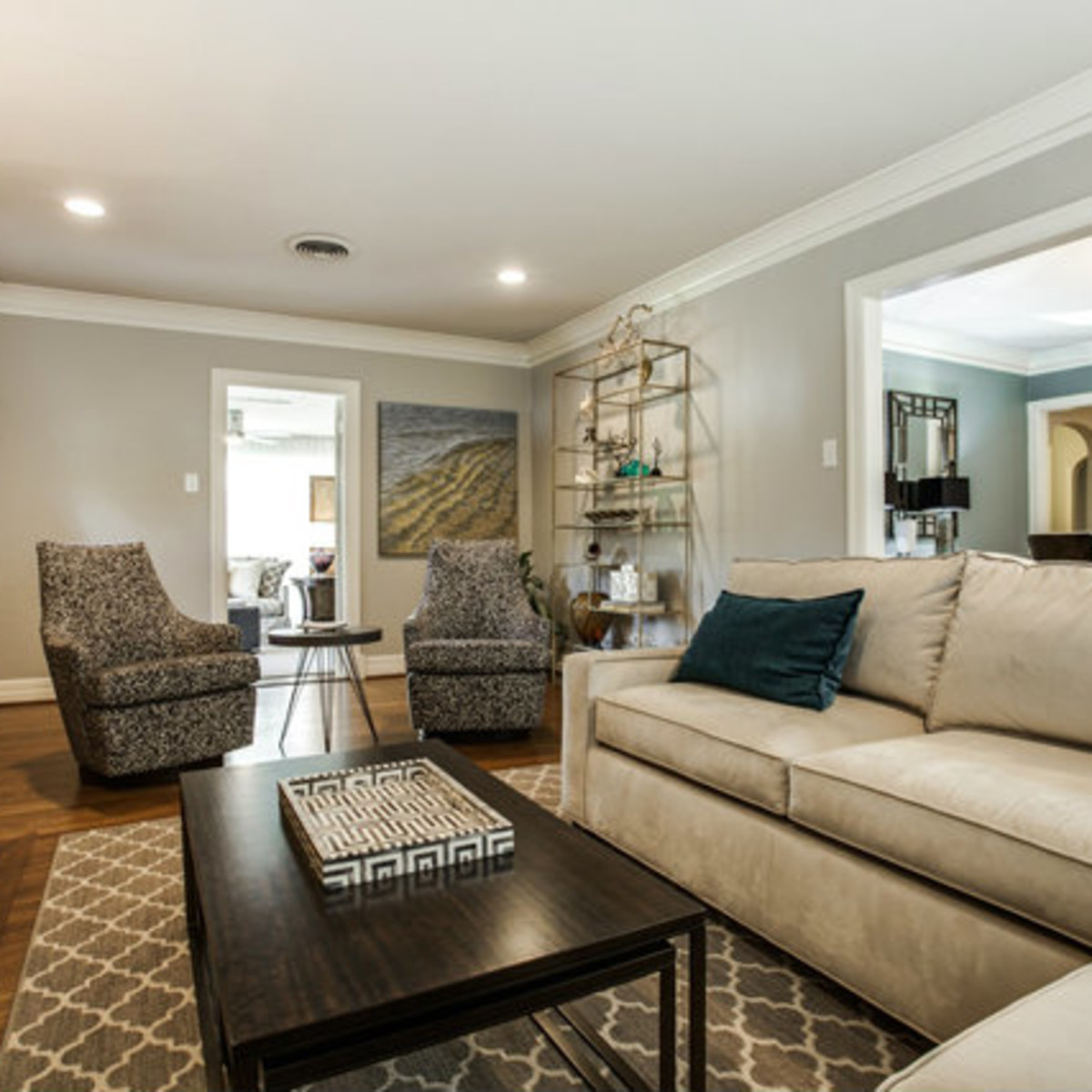 Living room at 811 Monte Vista Dr. in Dallas