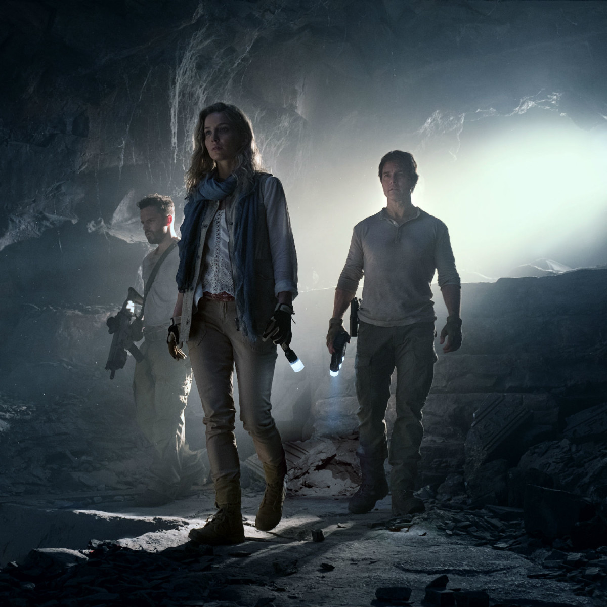 Jake Johnson, Annabelle Wallis, and Tom Cruise in The Mummy