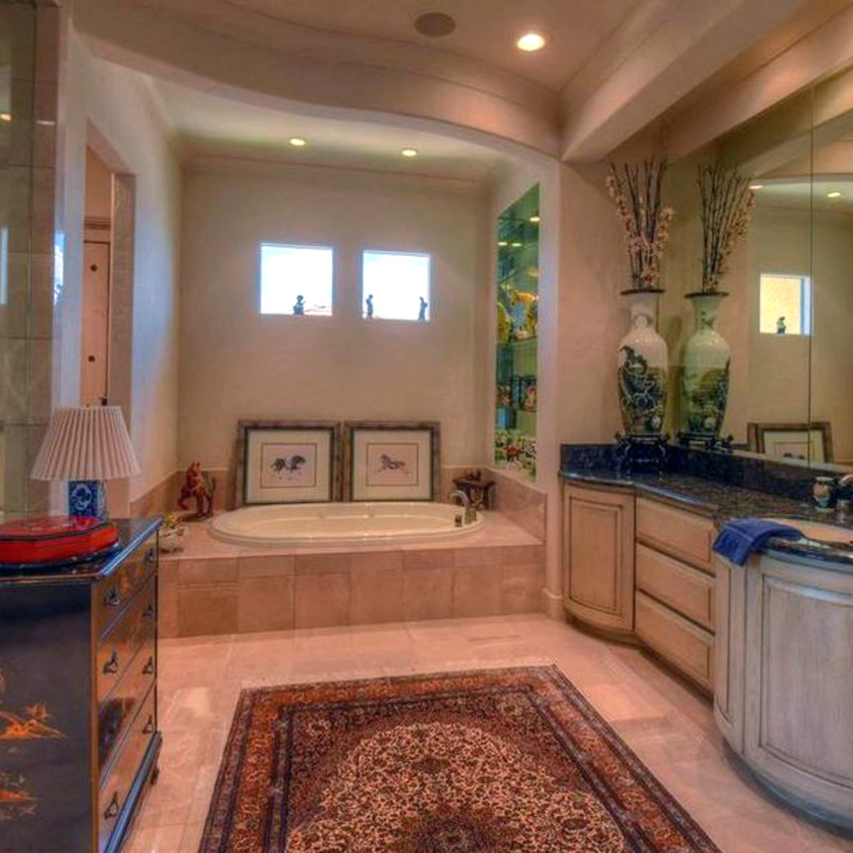 Rex Tillerson home at Horseshoe Bay, master bathroom