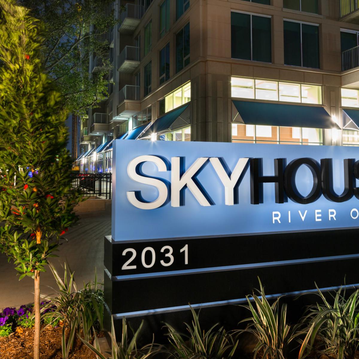 SkyHouse River Oaks