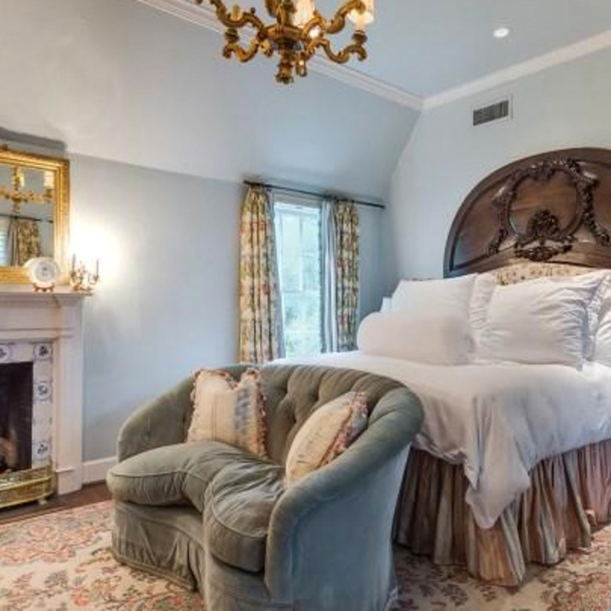Houston, real estate, August 2017, George R. Brown's River Oaks Mansion, 3363 Inwood Dr, bedroom