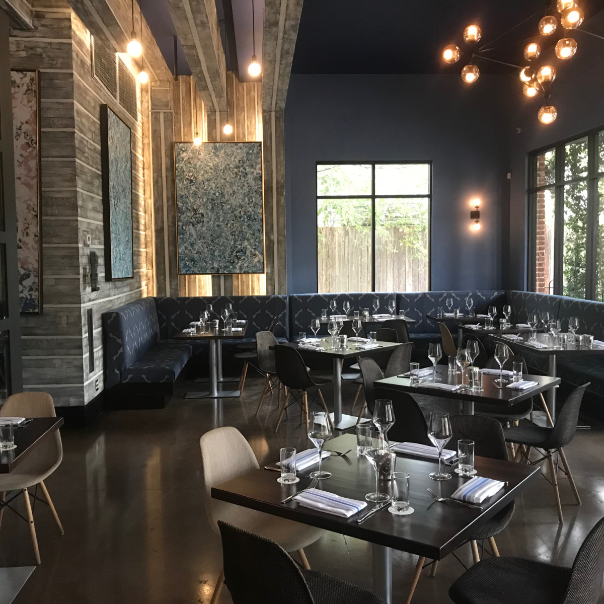 Maison Pucha Bistro dining room