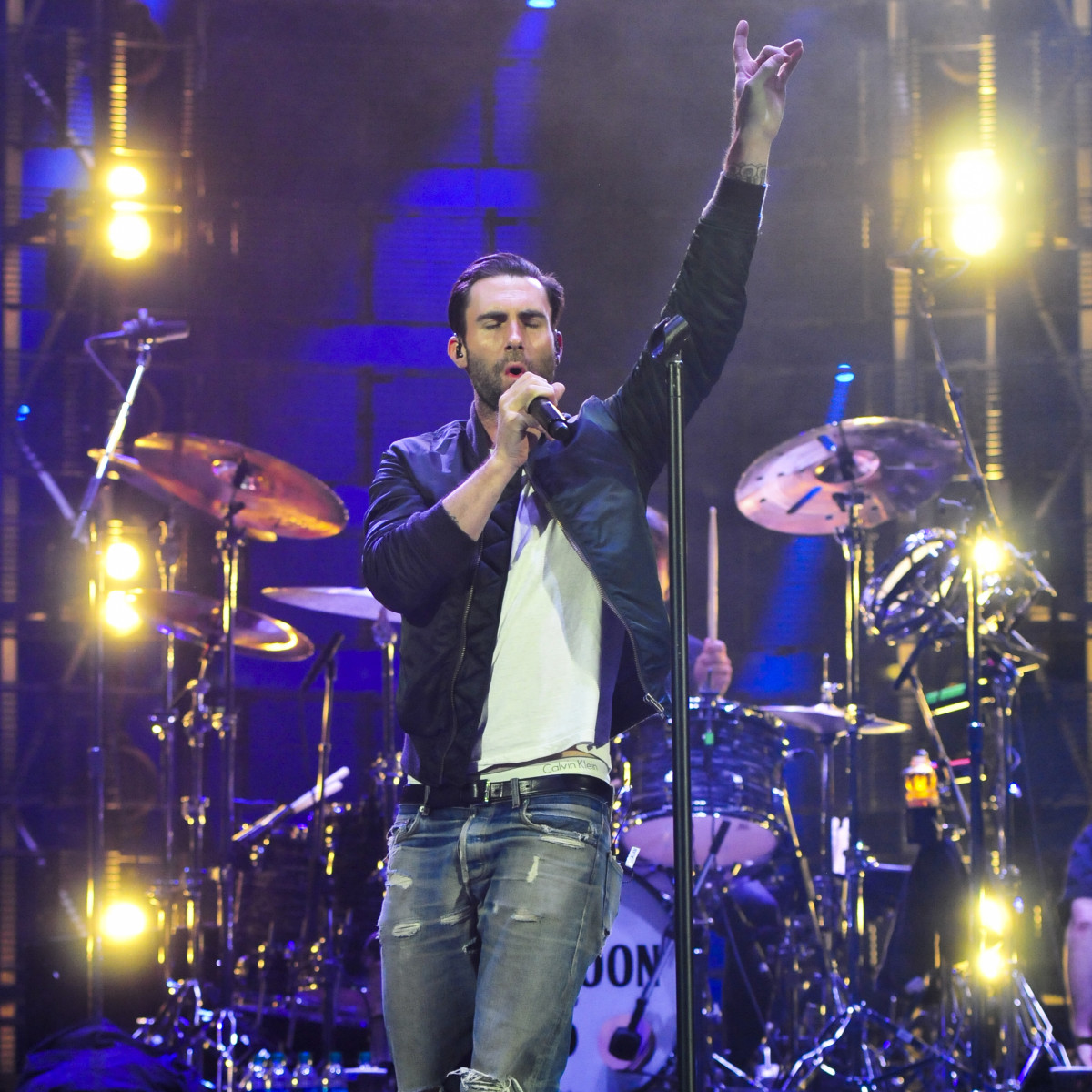 Maroon 5 Adam Levine lights