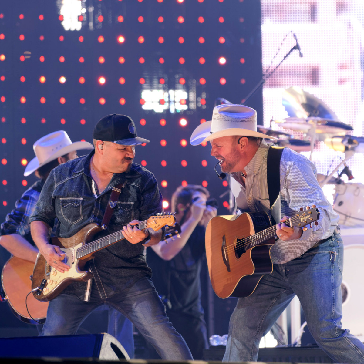 Garth Brooks opening night RodeoHouston with guitarist