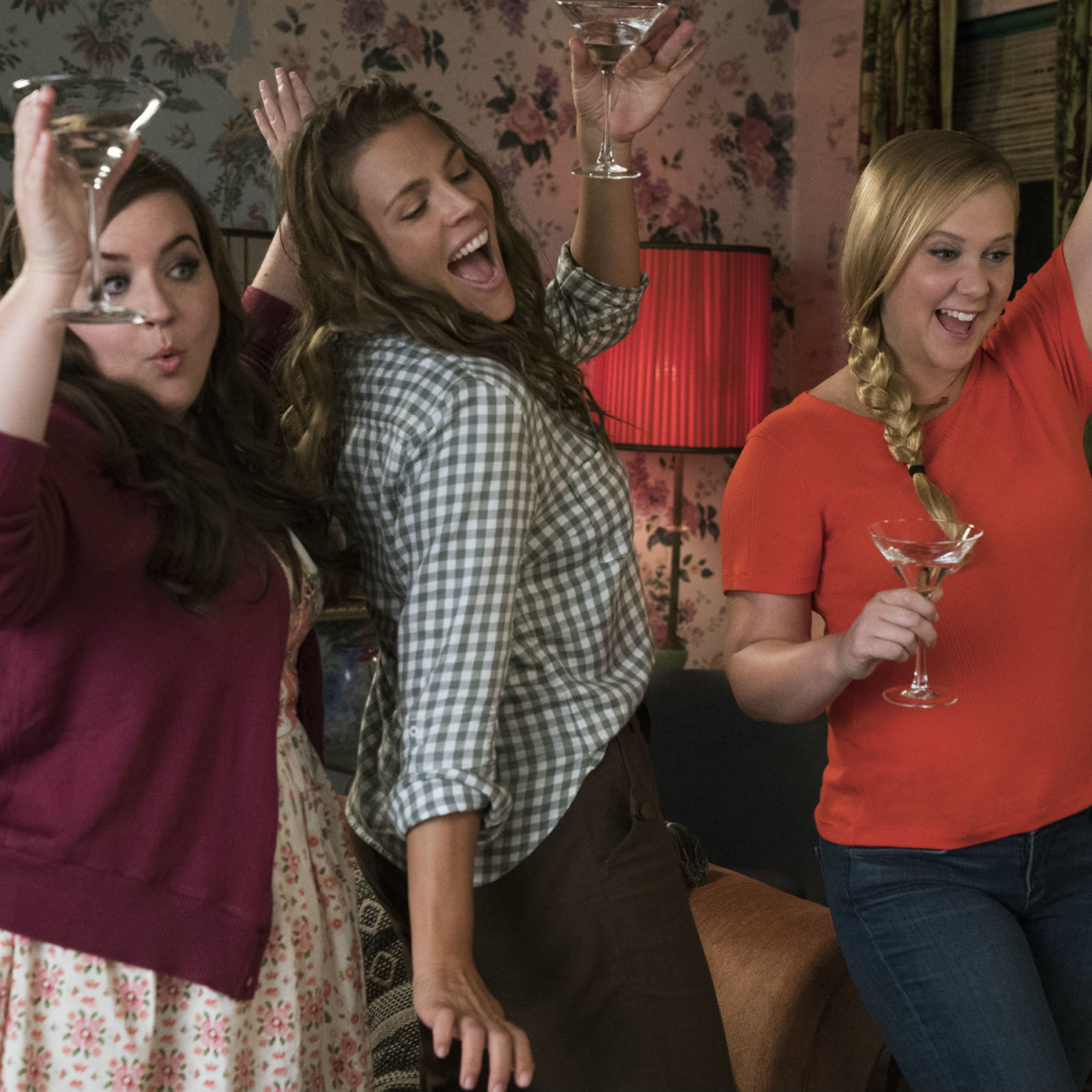 Aidy Bryant, Busy Philipps, and Amy Schumer in I Feel Pretty