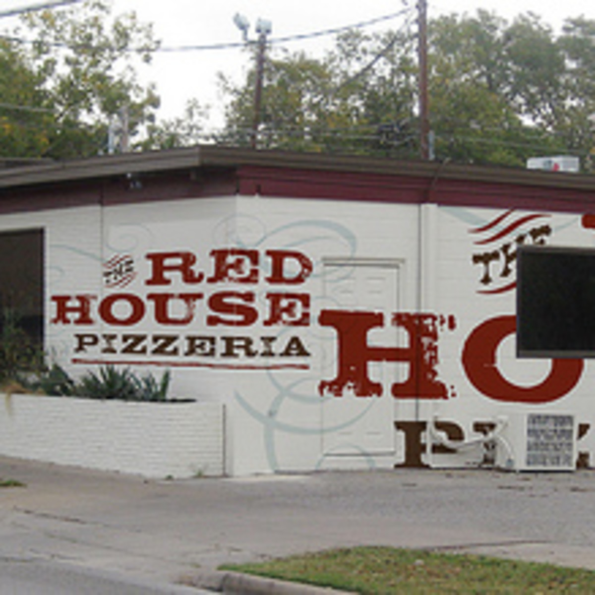 Austin_photo: places_food_red_house_pizzeria_exterior