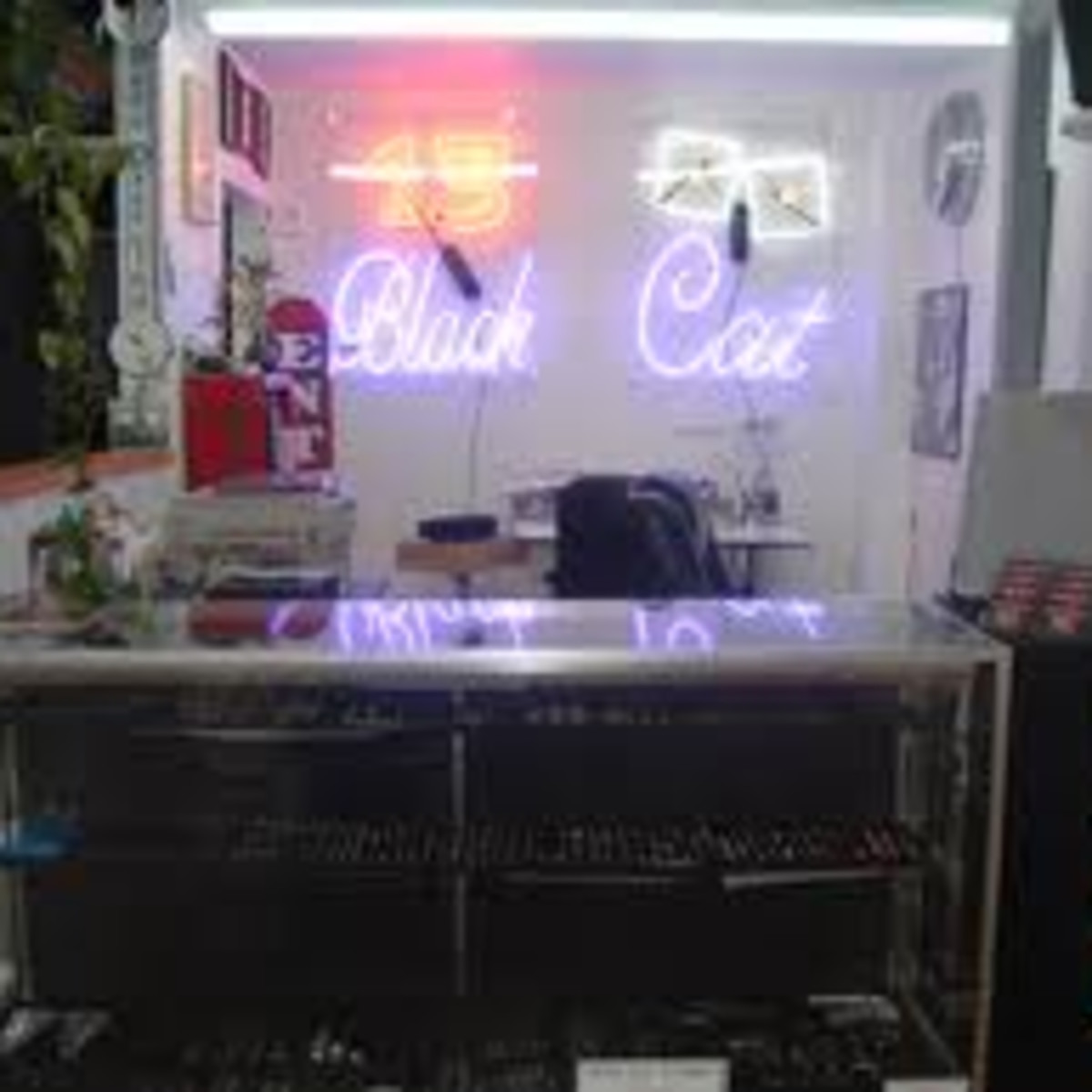 Austin_photo: places_shopping_black cat tattoo_interior