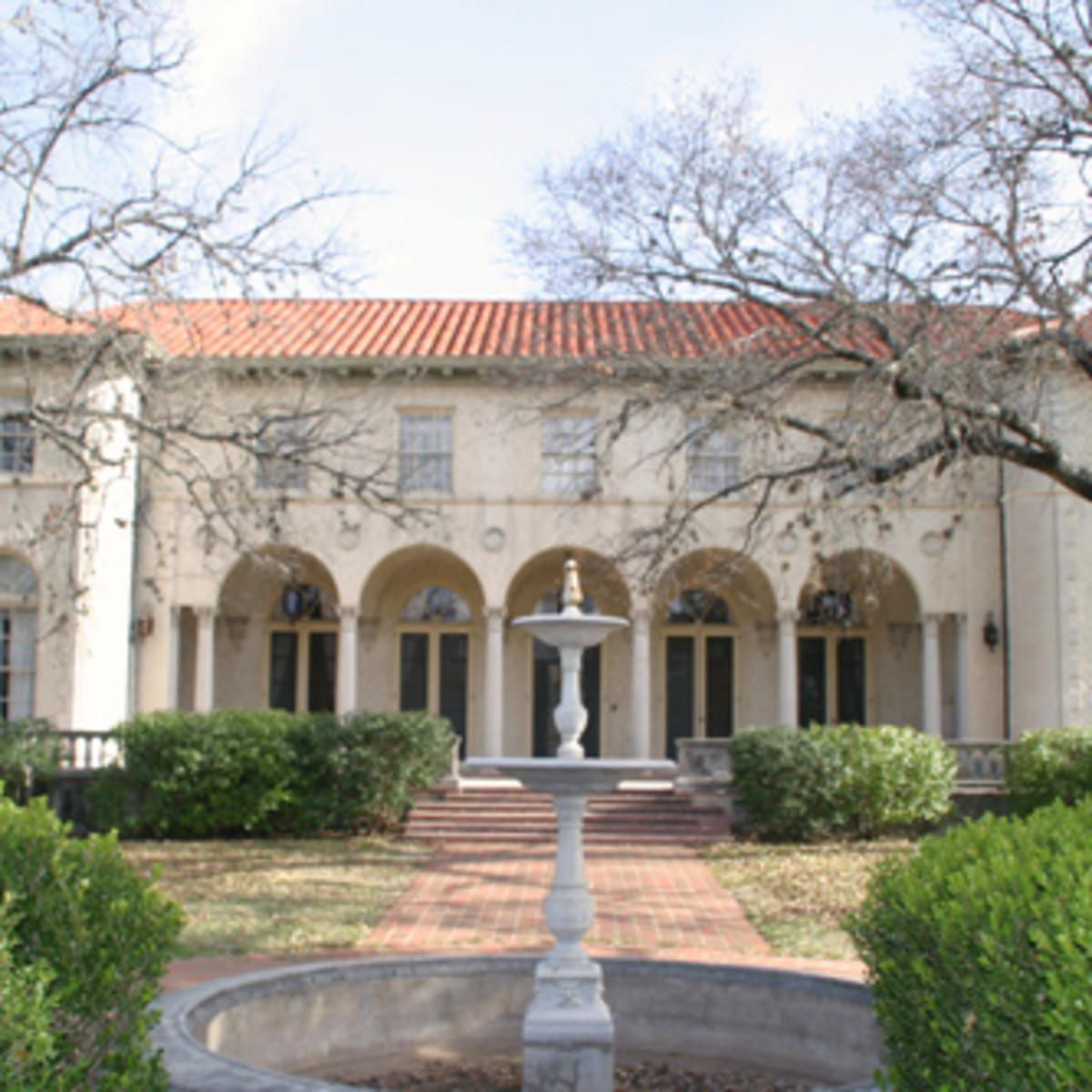 Austin_photo: places_unique_commodore perry estate_exterior