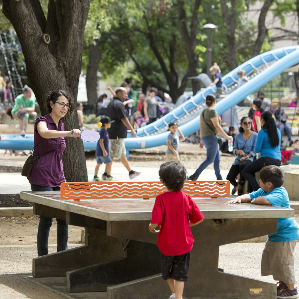 Hemisfair mom kids playing