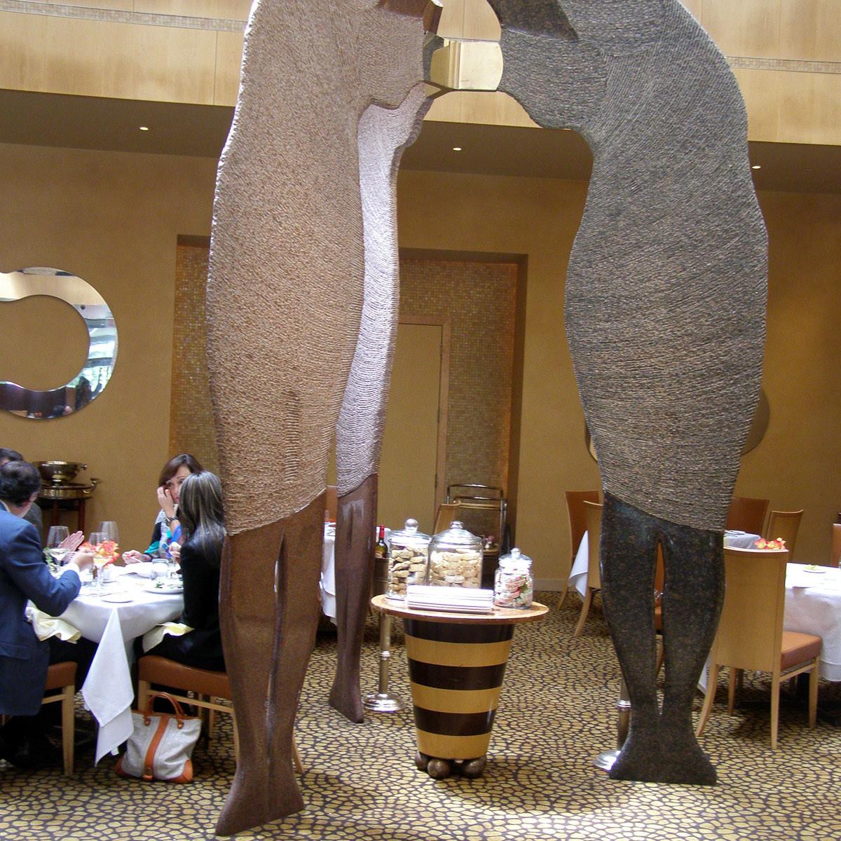 News_Tony's_restaurant_sculptures