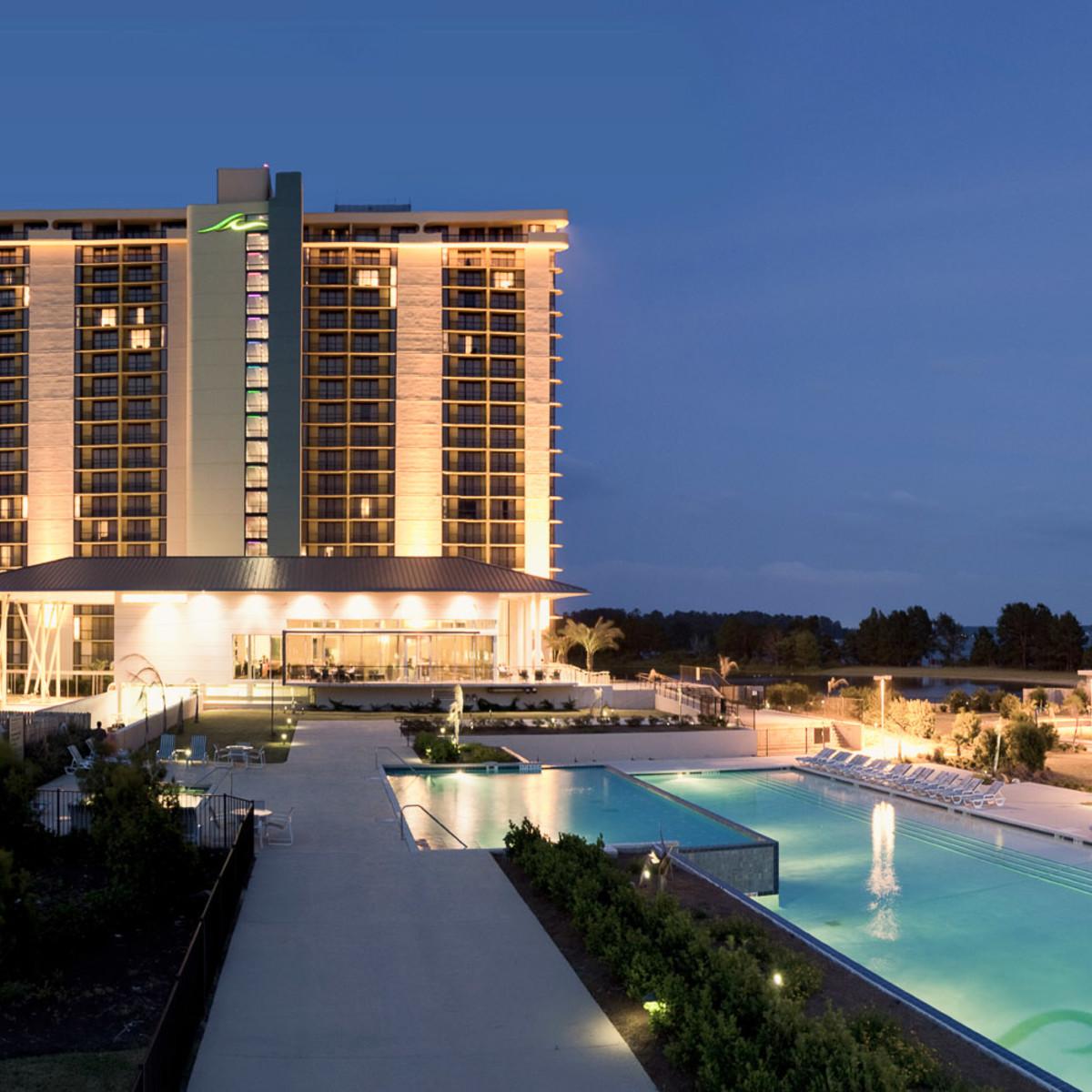 News_hotel pools_La Torretta pool_tower