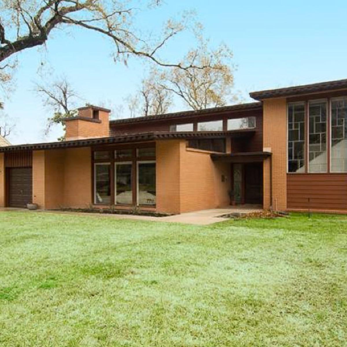News_Peter Barnes_real estate_neighborhood_Peter Barnes_Glenbrook Valley_7711 Lakewind